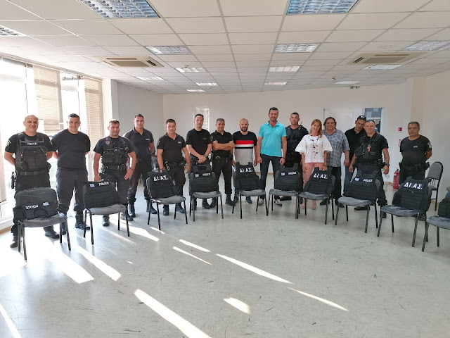 Δωρεά 22 φορέων αλεξίσφαιρων από την «ΤΣΑΜΠΑΣΗΣ ΑΕ» στους αστυνομικούς της Αργολίδας