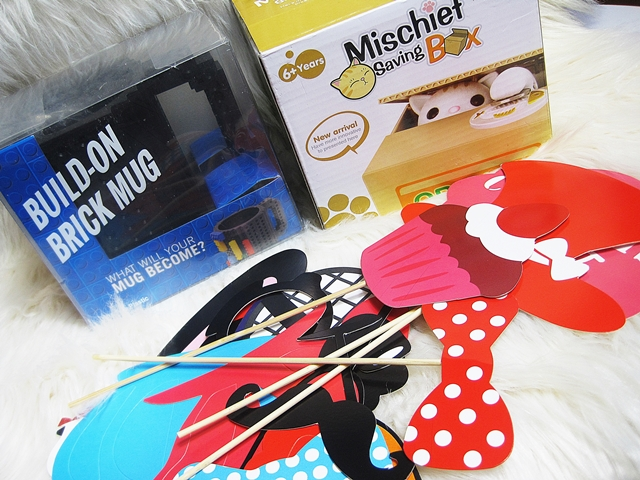 www.dresslily.com/31pcs-diy-paper-mask-party-decorate-supplies-product1663171.html?lkid=1515738