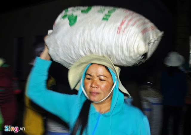 Chợ tỏi 4h sáng trên đảo Lý Sơn - Hình 4