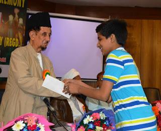 Shantanu Prakash Foundation felicitates underprivileged meritorious school children