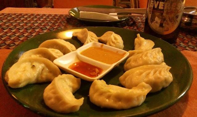 un piatto di momo nepalesi
