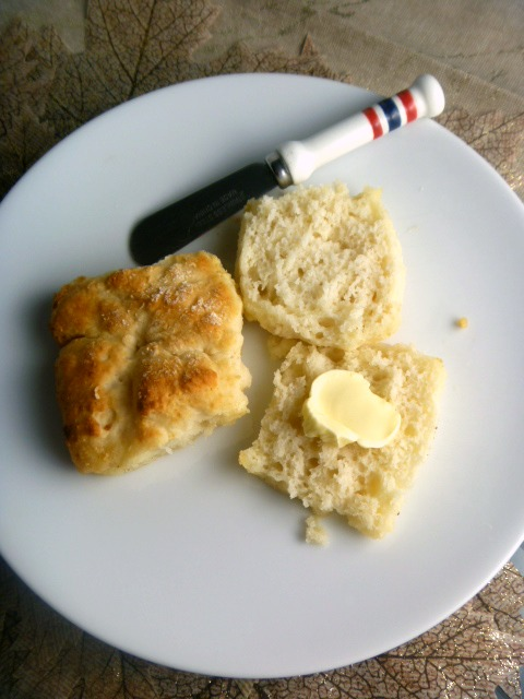 7 Up Biscuits: On;y 4 ingredients make the hot, tender, buttery biscuits and they're AMAZING!  Slice of Southern