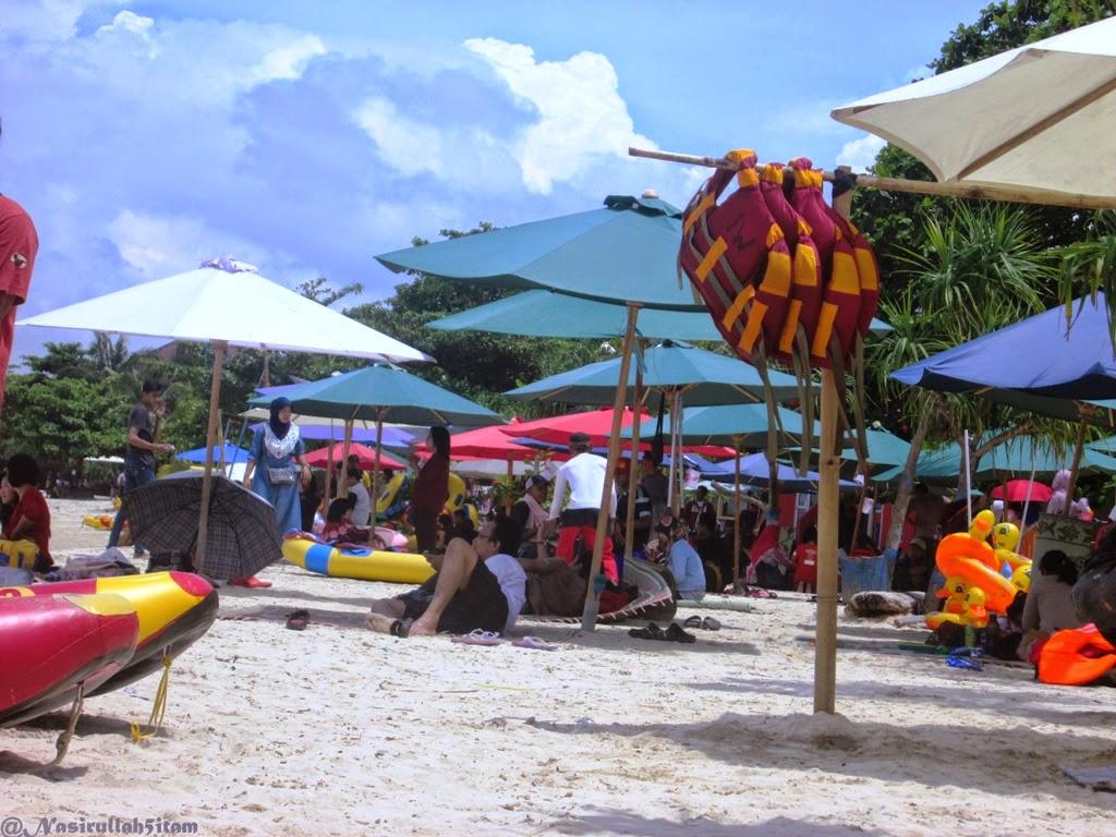 Bermain Pasir Putih Di Pantai Tirto Samudra Bandengan Jepara Nasirullah Sitam
