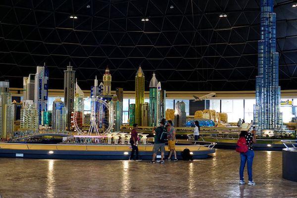 ドバイの主要なエリア(街中)をレゴ(LEGO)で再現した巨大なドーム内
