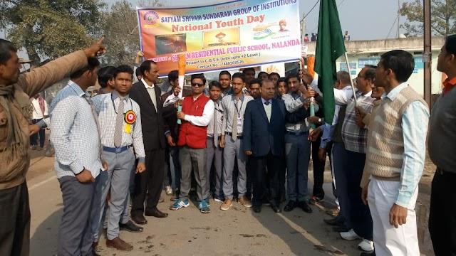युवा दिवस के मौके पर पैदल मार्च निकालकर युवाओं को एकजुट रहने का संदेश