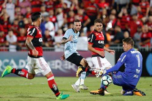 No Rio de Janeiro, o Tricolor venceu o rubro-negro pelo placar de 1 a 0, terminando com a invencibilidade dos cariocas na Ilha do Urubu