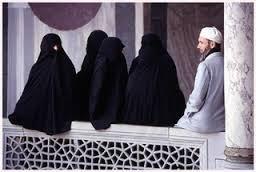 Poligami, Haruskah Suami Minta Izin Pada Istrinya?