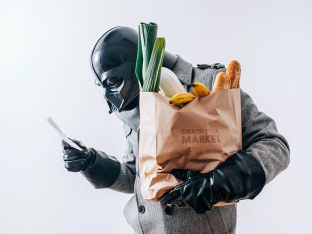 darth vader fazendo compras - Você já imaginou como seria o cotidiano de Darth Vader