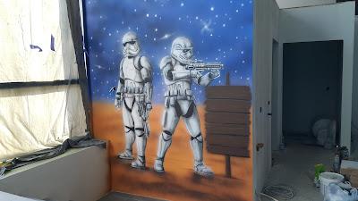 Malowanie sali zabaw, artystyczne malowanie ścian w bawialni, Aranżacja salek urodzinowych, szturmowcy z Gwiezdnych Wojen