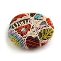 купить сувениры из морской гальки необычные изделия из бисера купить