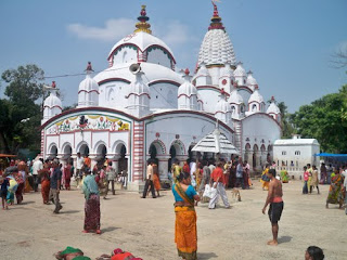 Chandaneshwar temple is situated in digha .pilgrims come here to offer the pray to lord shiva.it is the most popular sight scene place in digha.during late winter it is the most crowded place