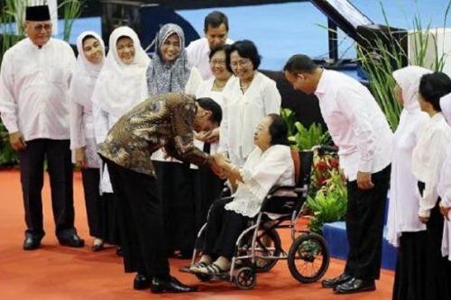 Image result for jokowi budayakan hormati guru