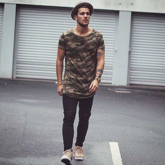 Look Masculino com Camiseta Camuflada