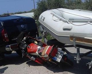 Σύγκρουση δίκυκλης μηχανής με βάρκα στο Θολό Ηλεία