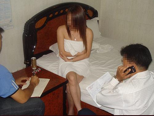 Công nhận mại dâm là một nghề: Đi mua dâm đỡ lén lút? - Ảnh 1