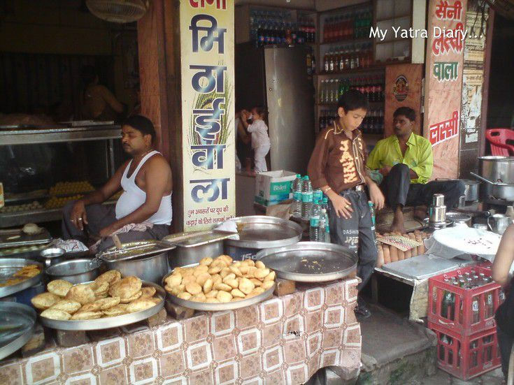 A chaat shop in Vrindavan offering Kachopis and samosas