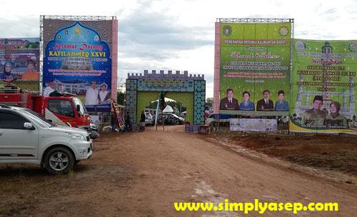 GERBANG : Ini adalah gerbang utama untuk memasuki kawasan arena Pameran dan areal utama MTQ.  Foto Asep Haryono