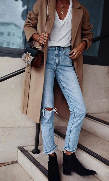 best outfit idea for this fall : boots + nude coat + bag + white tee