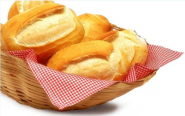 Receita de pão francês de padaria (Imagem: Reprodução/Pilotando Fogão)