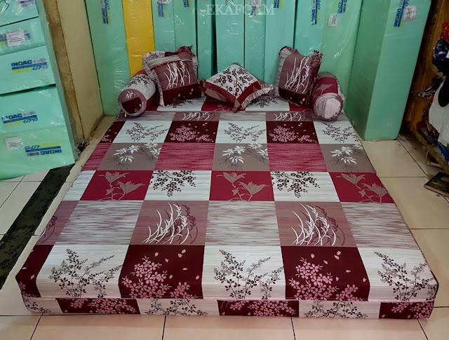 Sofa bed inoac motif padi merah maroon posisi kasur inoac