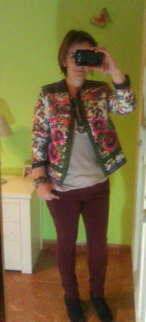 outfit oficina chaqueta flores asos