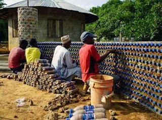 Membuat Rumah Dari Botol Minuman Bekas