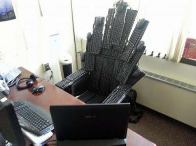 Lustiger Bürostuhl eines bösen Beamten - Behörden witzig