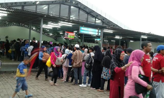 Antrian Panjang Stasiun Bogor