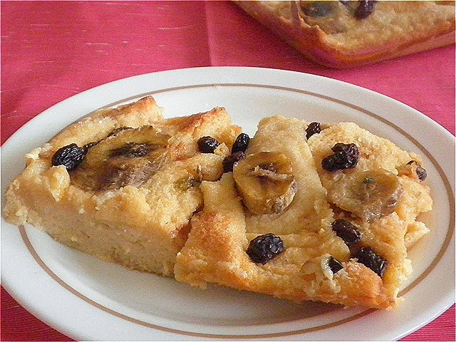 Raisin Bread Pudding Recipe @ treatntrick.blogspot.com