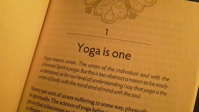 Project 366 2016 day 308 - Yoga reading // 76sunflowers