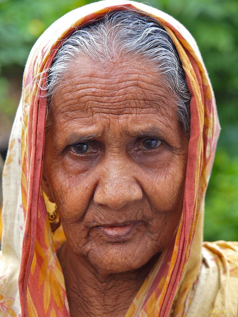 armenian-old-women-walking-bangladesh-amauter