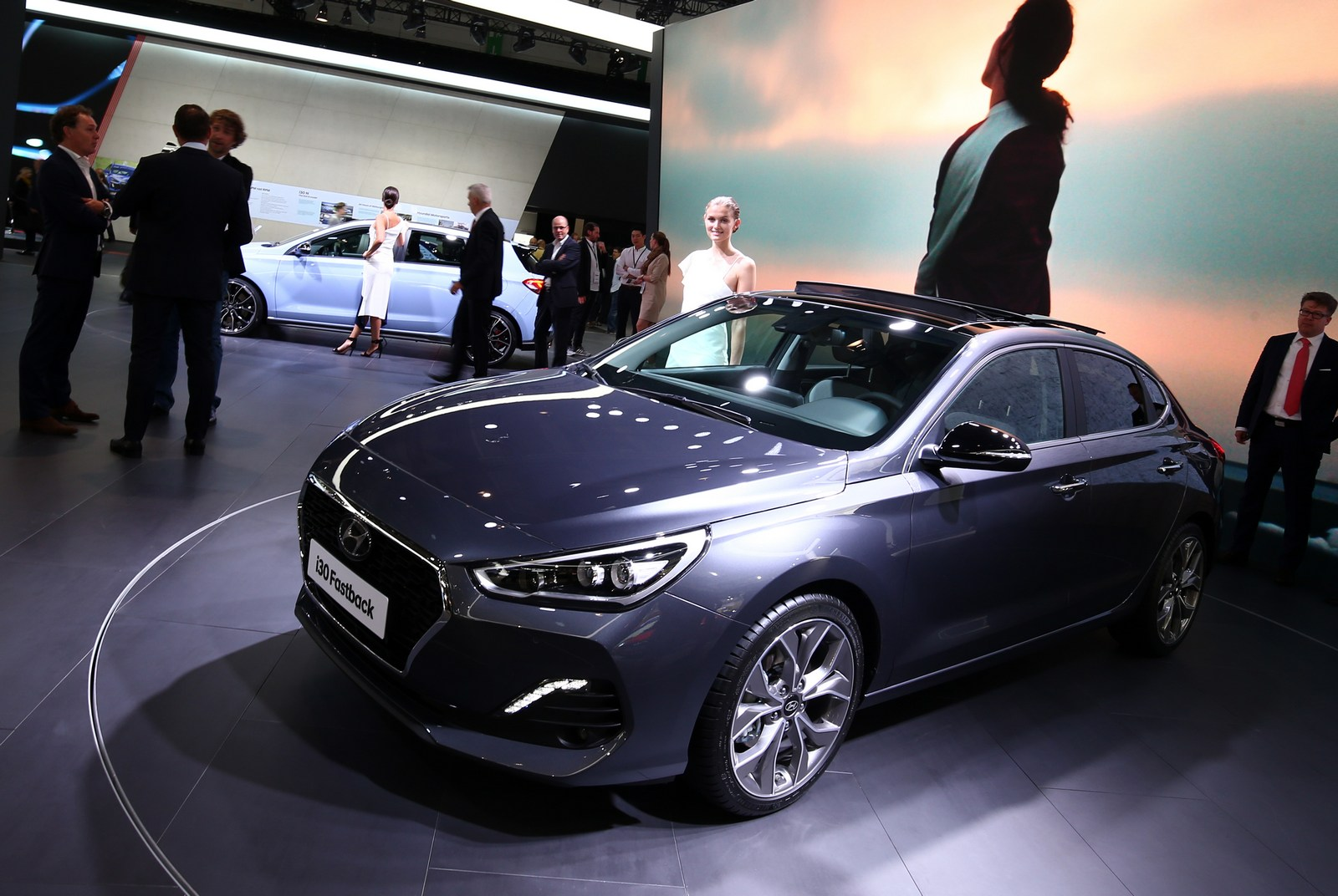 hyundai 39 s new i30 fastback is anything but fast carscoops. Black Bedroom Furniture Sets. Home Design Ideas