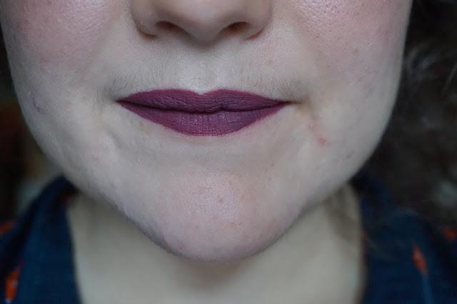 rouge-a-lèvres-violets-revue-avis-swatches-fetish-lime-crime