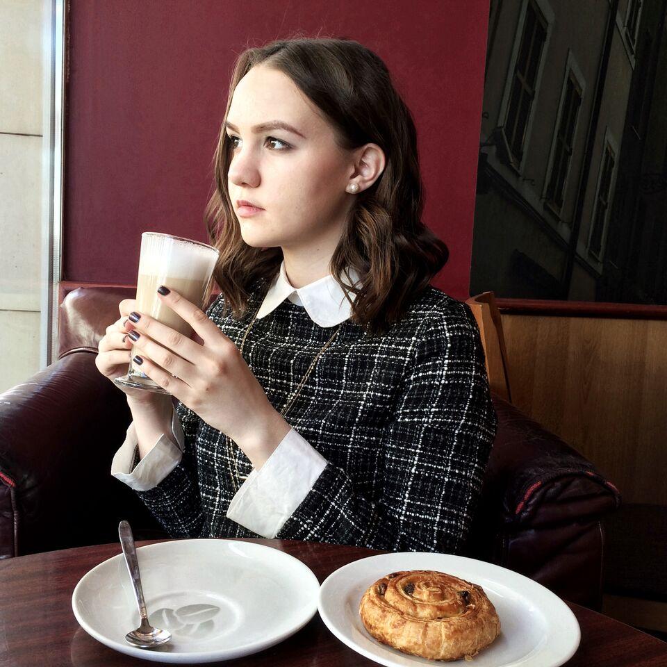 Alina Ermilova | Russian Blogger | Cafe