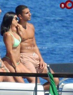 Kourtney+Kardashian+vin+thongs+candids+Sexy+Smooth+small+Naked+Ass+July+2018+%7E+CelebsNext.xyz+Exclusive+Celebrity+Pics+19.jpg