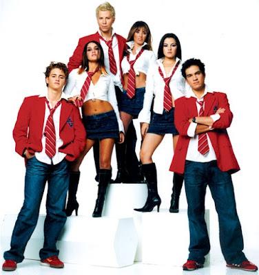 Foto del grupo RBD como estudiantes