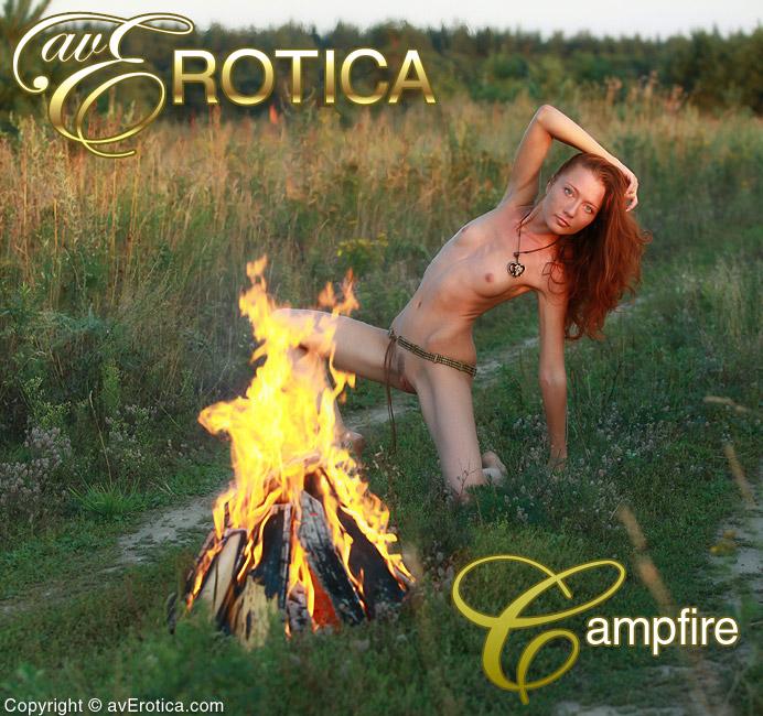 WiqEroticp 2012-05-09 Kesy - Campfire 04210