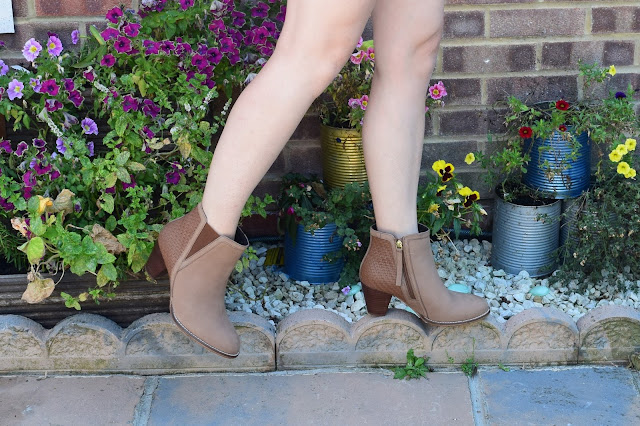 What Cat Says - Three Ways To Wear Ankle Boots in Summer / THE BOOTS!