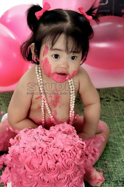 ensaio fotografico bebes comendo bolo