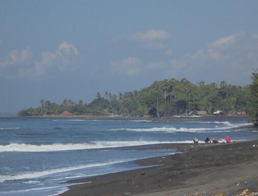 Pering Beach is a pristine grayish dark sandy beach alongside stunning panoramas of light-green rice BeachesinBali: Pantai Pering Gianyar Bali (Pering Beach) - Pristine Beach, Quiet as well as More Relaxed!