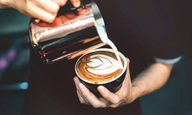 Πόσες θερμίδες έχει ο καφές που πίνετε [πίνακας]