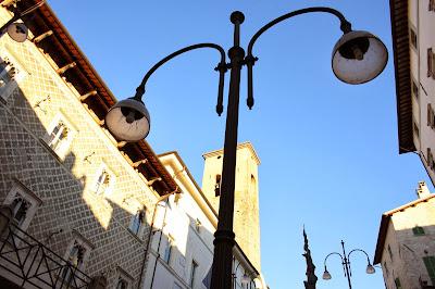 Spoleto: lampione visto dal basso