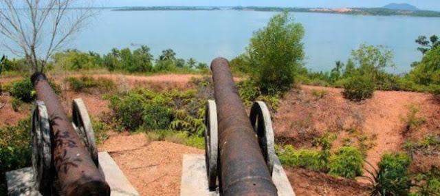 Kubu dan Parit Pertahanan Bukit Kursi  Pulau Penyengat