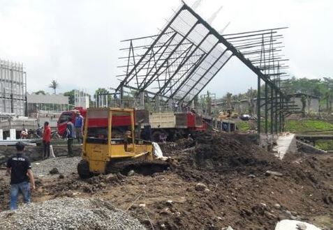 Atap Kontruksi Jatim Park 3 Ambruk Sebabkan Kuli Bangunan Terluka