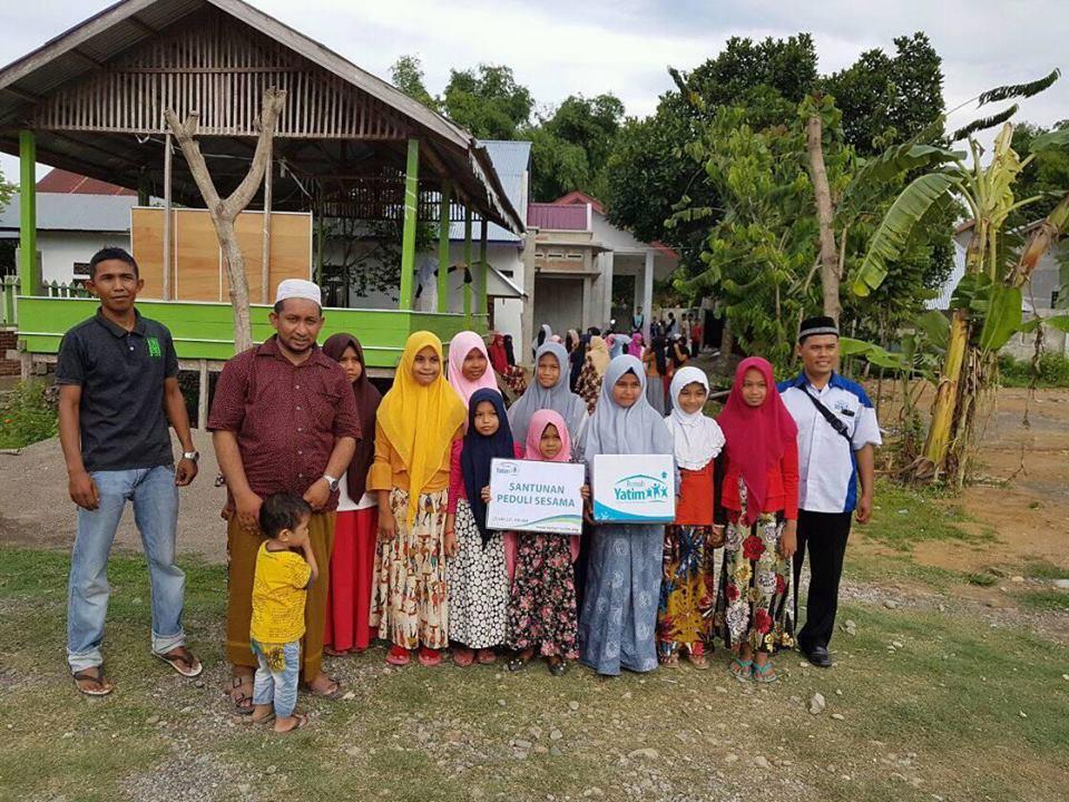 LPD Pidie dan Yayasan Rumah Yatim serahkan Al-Quran untuk Balai Pengajian Pedalaman Pidie