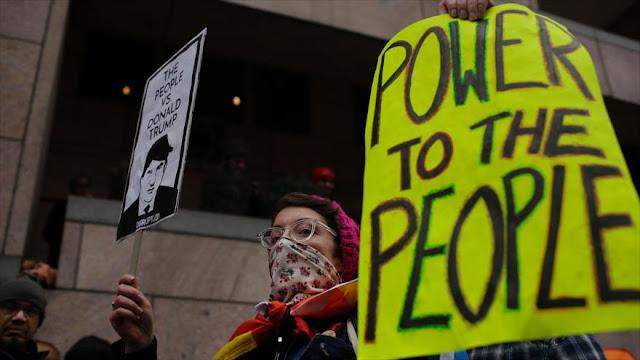 Policía de EEUU usa gas pimienta contra manifestantes anti-Trump