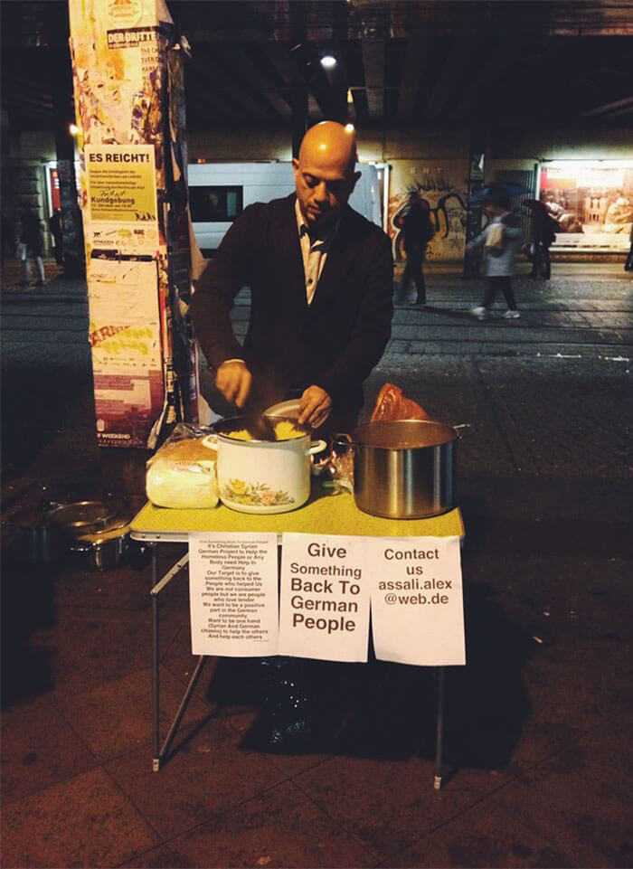 30 Heartwarming Photos That Restored Our Faith In Humanity - Syrian Refugee Hands Out Food To Homeless In Germany To 'Give Something Back'