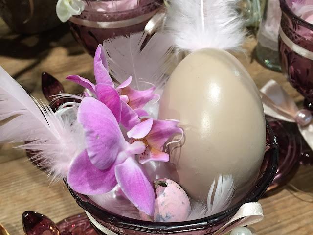 Osterdeko 2 Hasen und zwei Eier Farben lila-violett