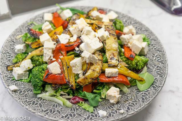 Sallad med grillade grönsaker