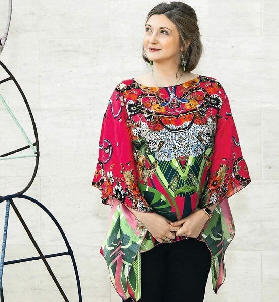 Hereditary Grand Duchess Stephanie gave an interview to the French magazine Point de Vue. Etro print red silk blouse